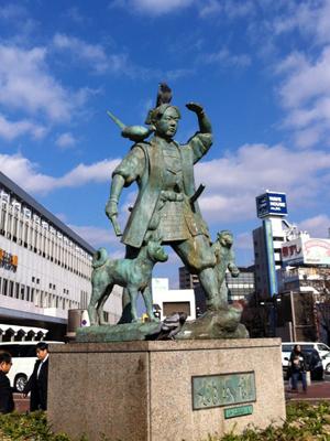 岡山駅前桃太郎像
